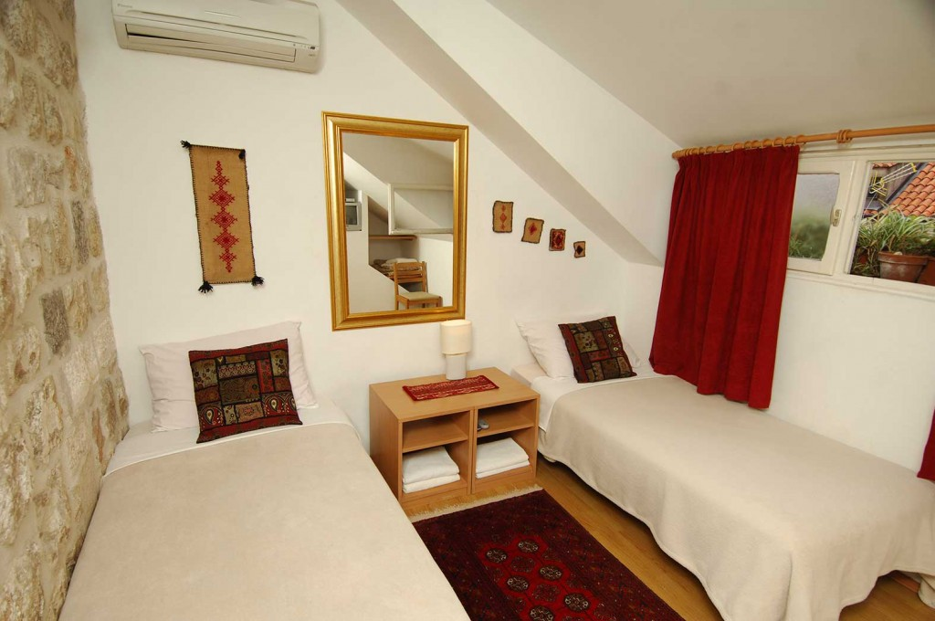 Double or Twin Room with Shared Bathroom - Annex 1